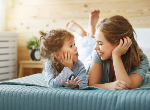 edistä lapsen puhetta juttelemalla hänen kanssaan koko ajan