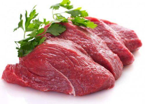 vältä punaista lihaa huonon kolesterolin vähentämiseksi