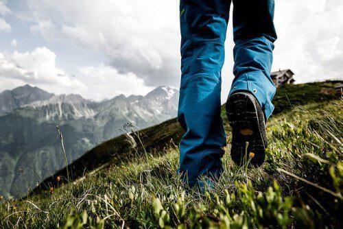vuoristossa vaeltamassa