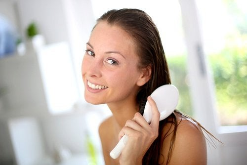 banaaninaamio edistää hiustenkasvua