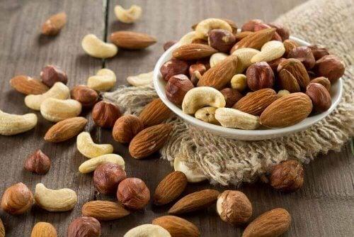 pähkinät hillitsevät makeanhimoa