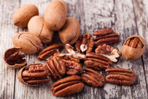 pähkinät auttavat ehkäisemään osteoporoosia