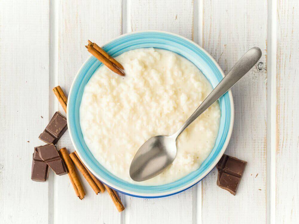 riisipuuro ja suklaa