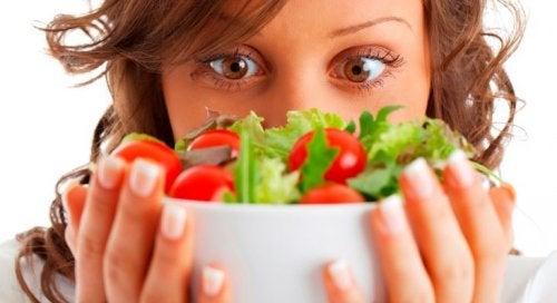Salaatin valmistus