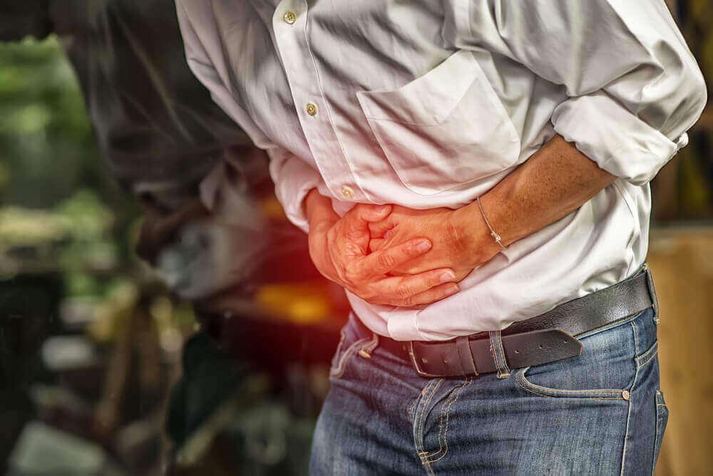 Neljä luontaishoitoa vatsakivun lievittämiseen