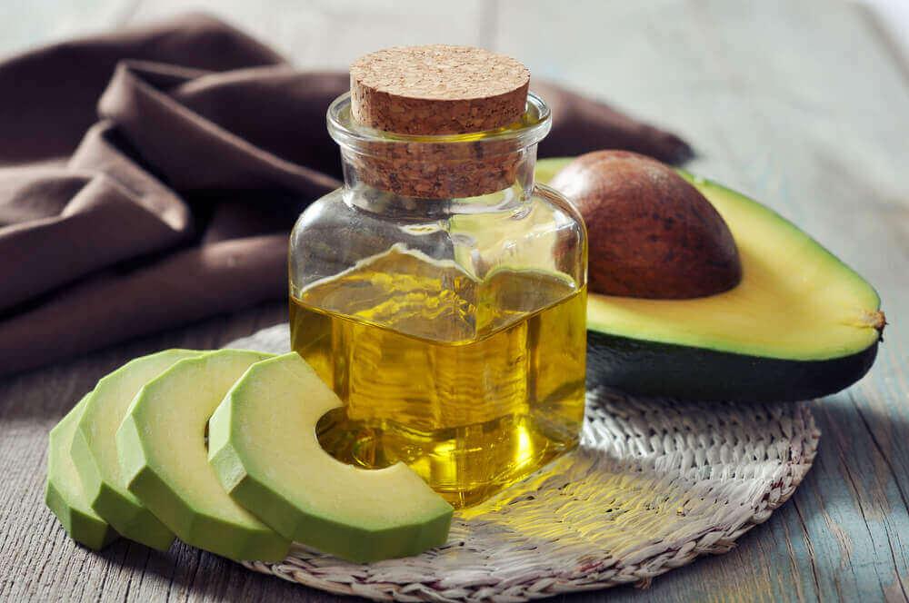 Avokado ja oliiviöljy häivyttävät silmäpusseja