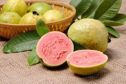 guava puolikkaina