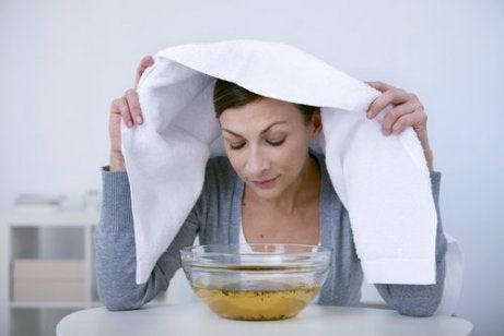 Höyryn hengittäminen vähentää nenän tukkoisuutta