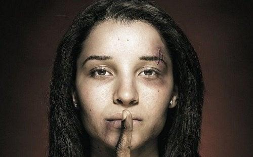 naisiin kohdistuva perheväkivalta