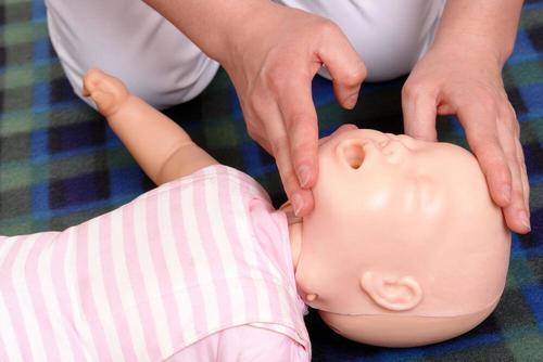 vauvan elvyttäminen