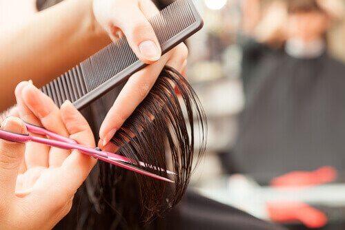 Hiuksia tulee leikata säännöllisesti