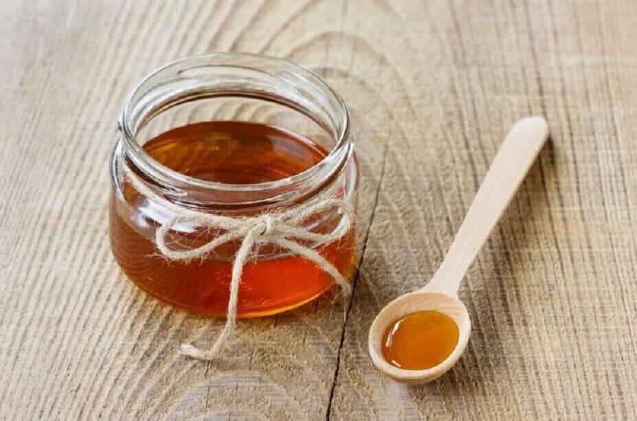 hunajaa ja puulusikka