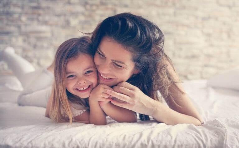 Äidin suhde lapseen vaikuttaa lapsen persoonallisuuden kehittymiseen