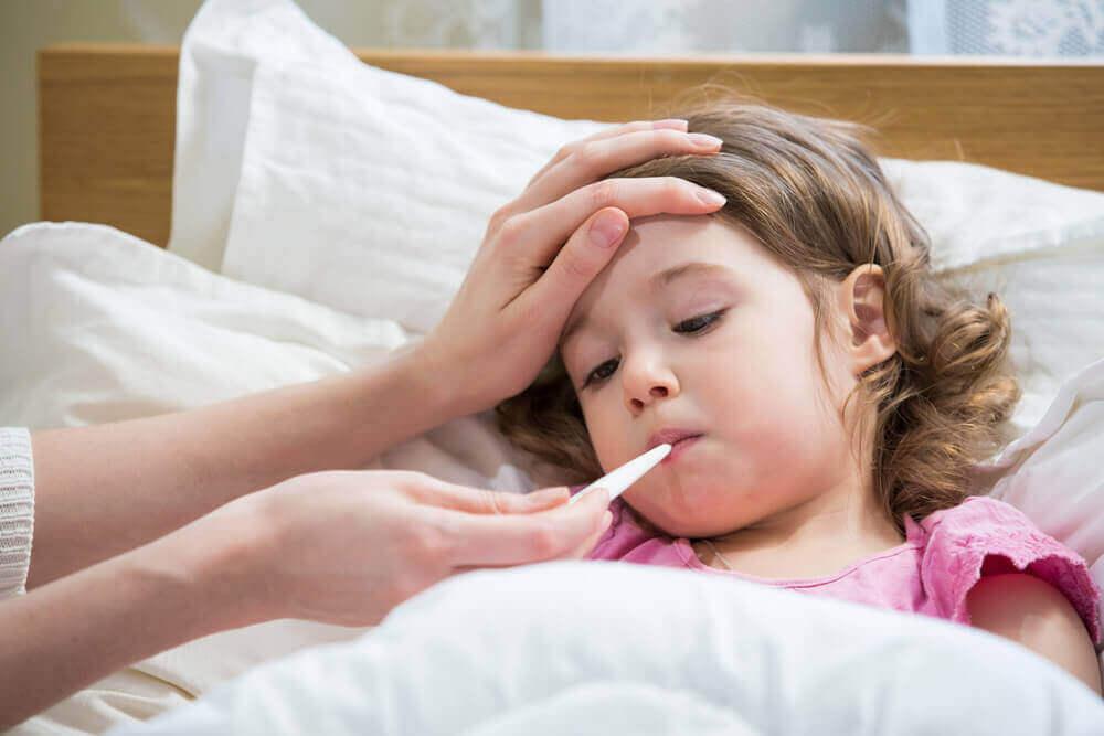 lapsella on kuumetta