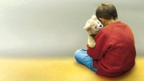 autistinen lapsi voi olla omissa maailmoissaan