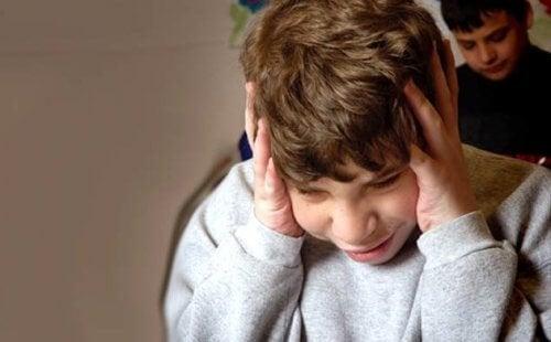 autistisella lapsella on ongelmia vihan kanssa