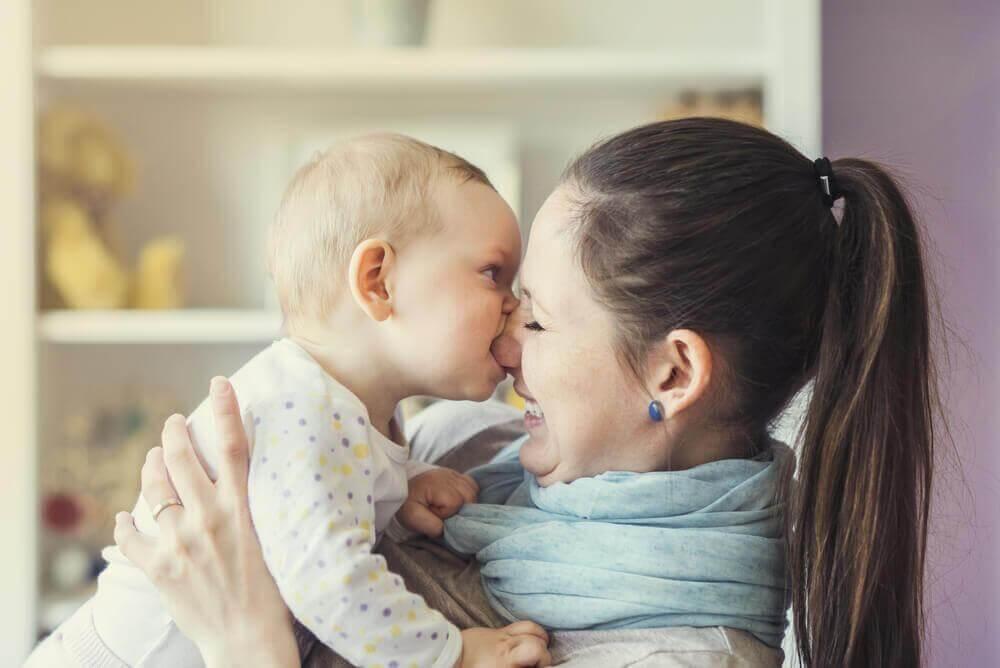 Mitä tehdä, kun lapsi puree?