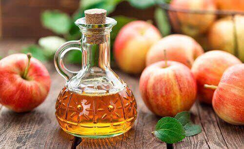 omenaviinietikka päänahan hilseilyn hoitoon