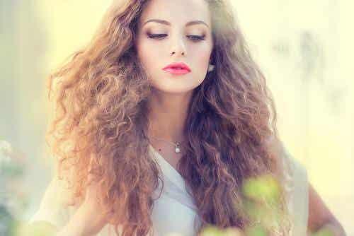 Hiusnaamioita sähköisille hiuksille