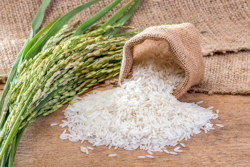 Luonnollinen kuorinta-aine riisistä