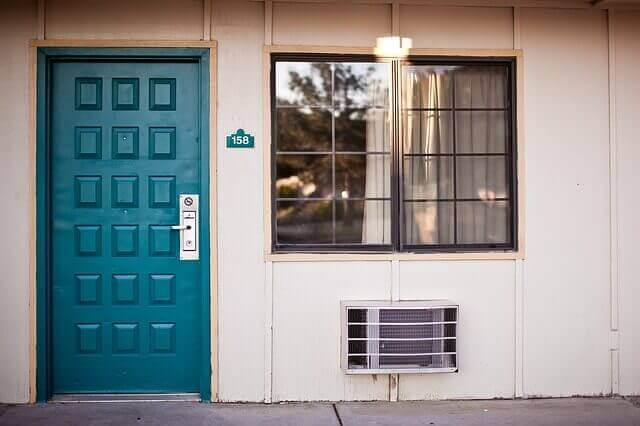 Ovien ja ikkunoiden tiivistäminen säästää sähköä
