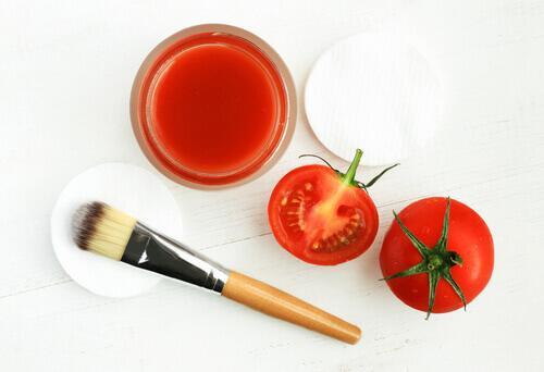 tomaatti häivyttää silmäpusseja