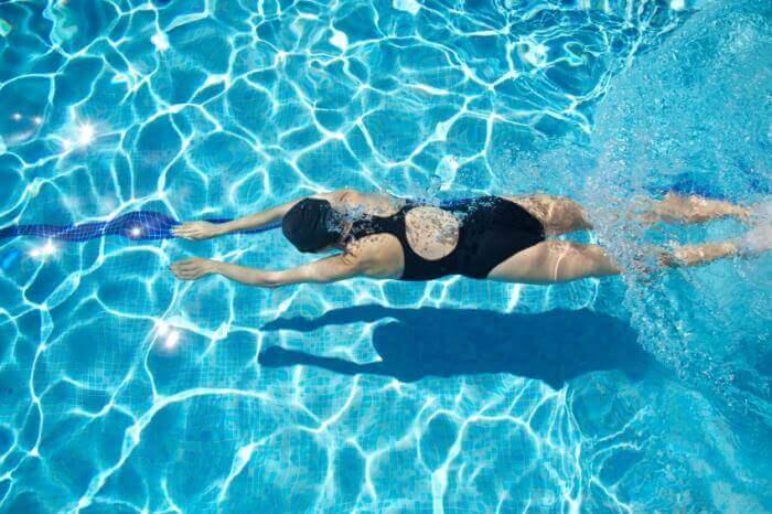 uinnin opettelu altaassa