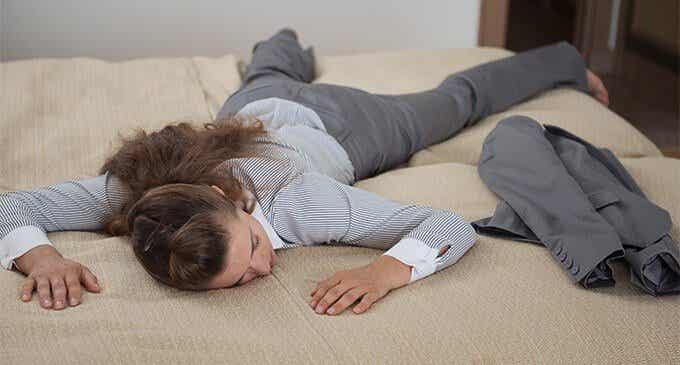 5 iltatottumusta, jotka ehkäisevät väsymystä