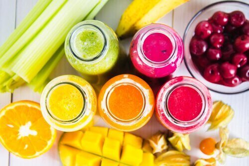 Värikkäitä smoothieita viikon jokaiselle päivälle