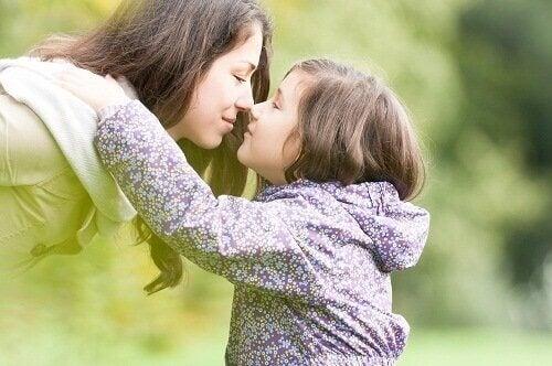 Kiintymyssuhde vaikuttaa persoonallisuuden kehittymiseen