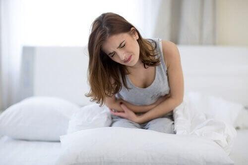 naisellla vatsakipua