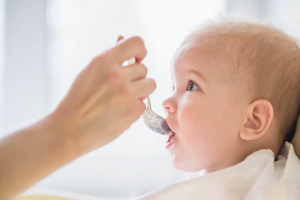Älä anna näitä 8 ruokaa vauvalle