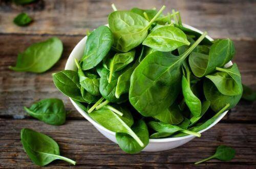 Vihreät lehtivihannekset ovat hyväksi silmien terveydelle