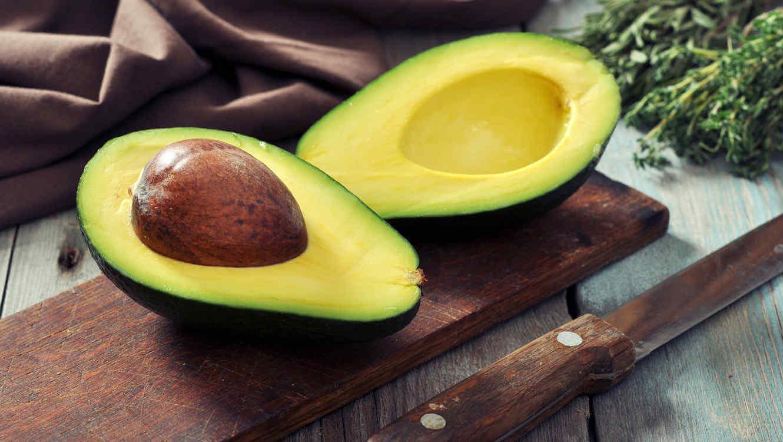 hoida kuivaa ihoa syömällä avokadoa