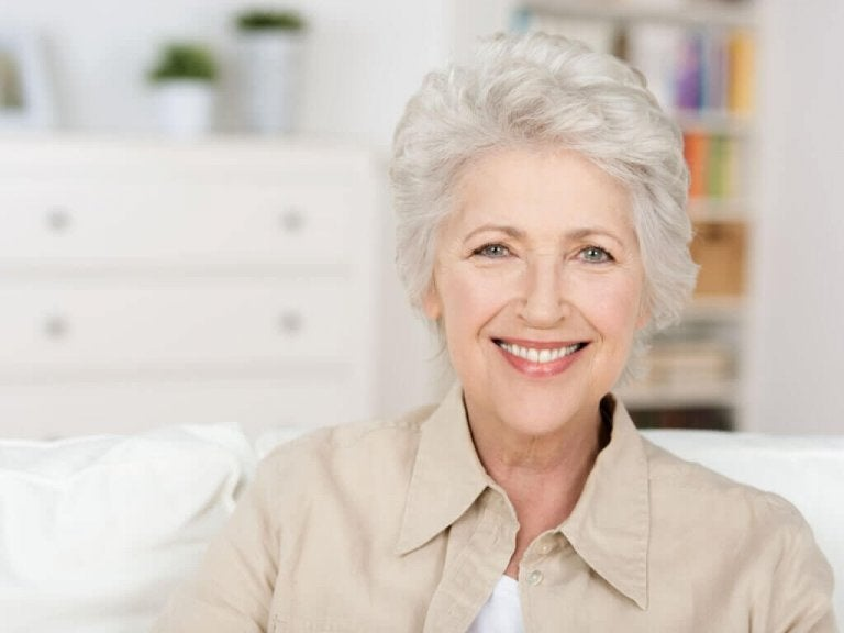Hiusten harmaantuminen: estetiikka ja ikä