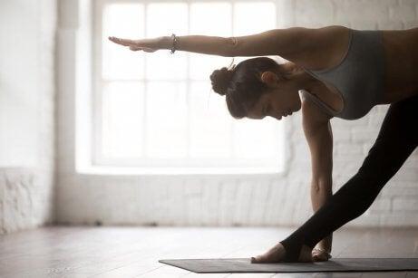 jooga-asennot selkäkipuun
