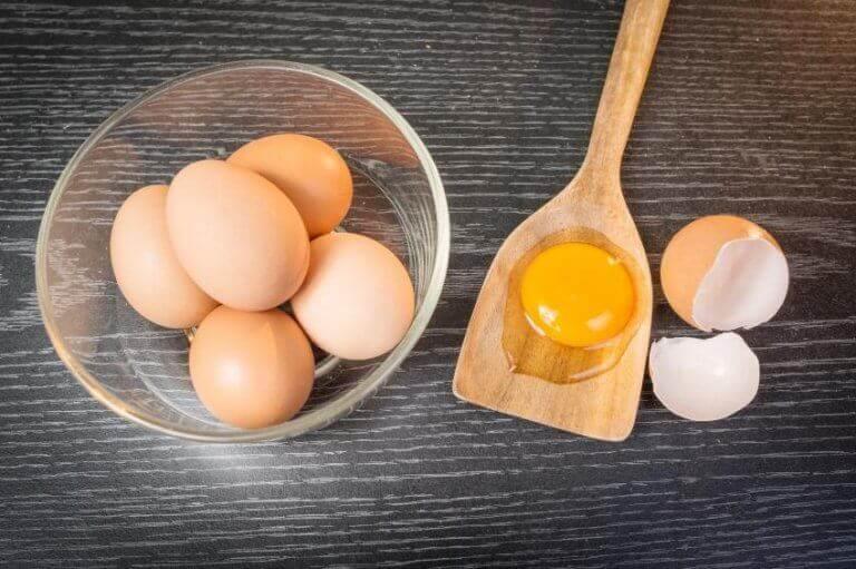 koita puhdistaa hiukset kananmunalla