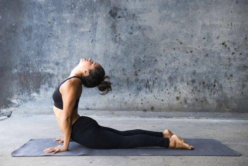 Jooga-asennot painonpudotuksen tehostamiseen