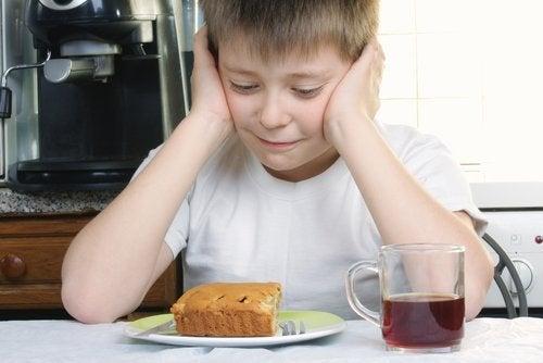 Valikoiva syöminen tarkoittaa sitä, että lapsi syö vain tiettyjä ruokia