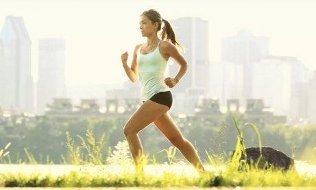 hoikista vyötäröä harrastamalla urheilua