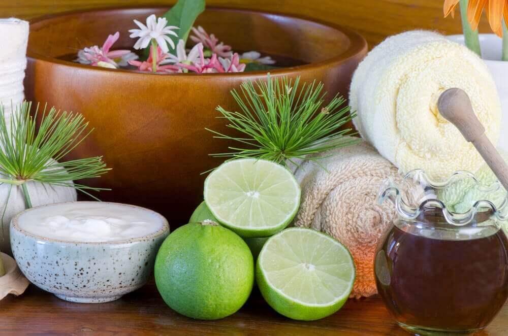 ihonhoitovälineitä