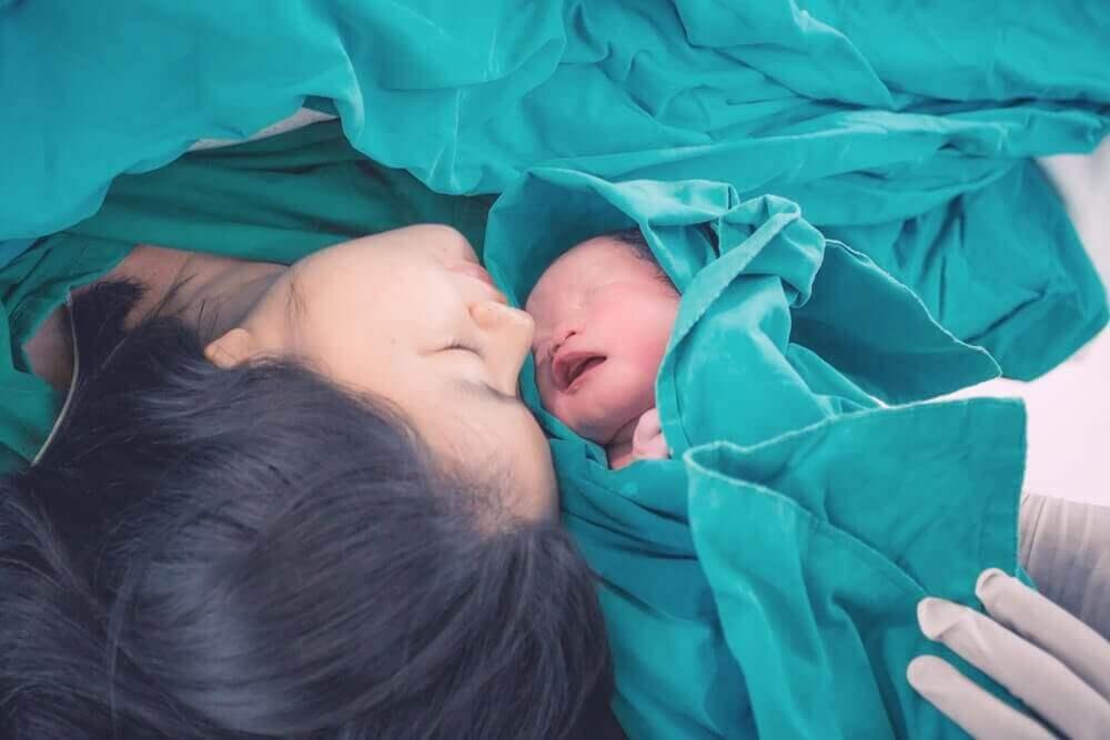 Oksitosiini-hormoni on mukana synnytyksessä