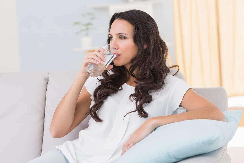 juo vettä ja paranna ruoansulatusta
