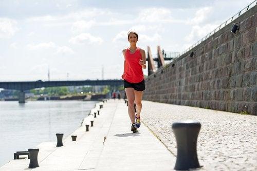Liikunta lievittää PMS-oireita