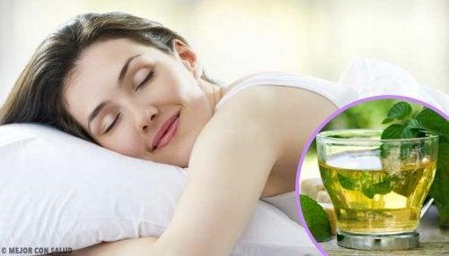 Väärä nukkuma-asento voi aiheuttaa ryppyjä