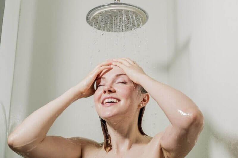 Kylmä suihku antaa energiaa aamuun
