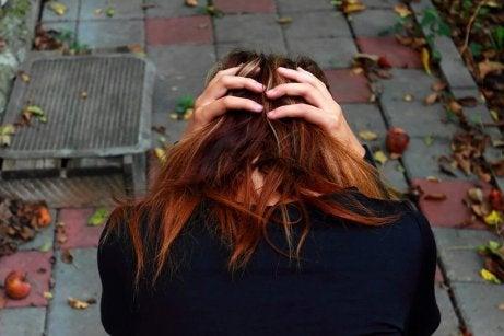 Tunneriippuvainen tuntee eron jälkeen tuskaa