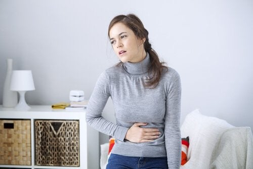 naisen vatsaan sattuu