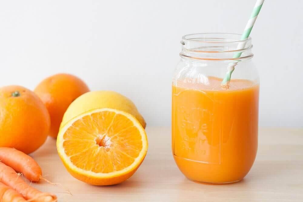 Porkkana-appelsiinismoothie lihasväsymykseen