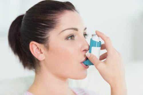 Astman hoito: inhalaattorit ja lääkkeet